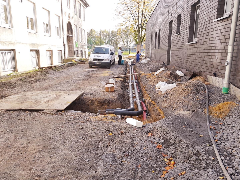 Verlegung von Starkstromkabel und Erstellung von Hausanschlüssen im Kabelgraben