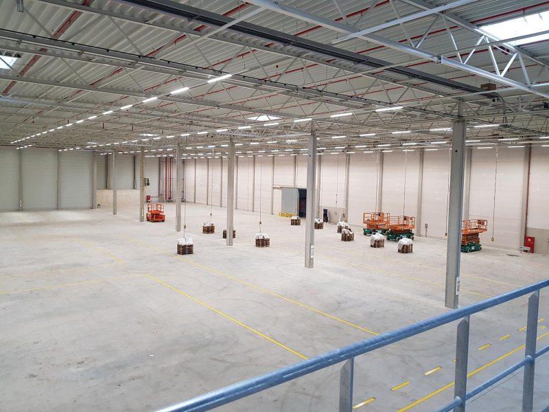 Speditionshalle der Firma Schenker für Mercedes in der Fertigstellungsphase